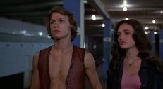 Swan (Michael Beck) und Mercy (Deborah Van Valkenburgh)