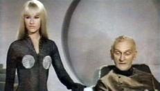Thora (Essy Persson) und Crest (John Karlsen)