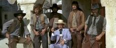 Major Harriman (Farley Granger, Mitte) und seine Bande ...