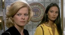 Cora (Karin Schubert) und Emanuela (Laura Gemser)