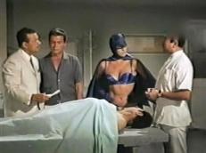 Draculas Tochter bei ihren Ermittlungen ...