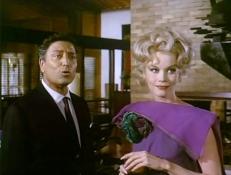 Ardonian (Raf Vallone) und Susan (Dorothy Provine)
