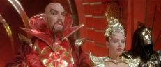Imperator Ming (Max von Sydow) und Prinzessin Aura (Ornella Muti)