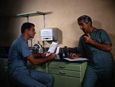 Dr. Jeff Huntley (Lester Brown) und Prof. Nichols (William Mayer)
