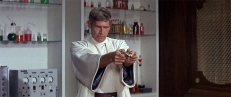 Derek Flint (James Coburn)