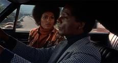 Coffy (Pam Grier) und Carter (William Elliott)