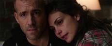 Wade (Ryan Reynolds) und Vanessa (Morena Baccarin)