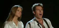 Bibi (Catherine Mary Stewart) und Alphie (George Gilmour)