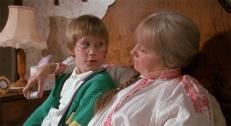 Luke (Jasen Fisher) und Helga Eveshim (Mai Zetterling)