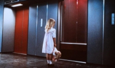 Der Fahrstuhl und ein Opfer