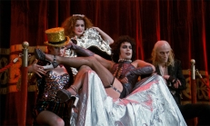 Dr. Frank N. Furter (Tim Curry) und seine Truppe