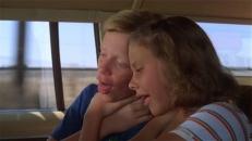 Rusty (Anthony Michael Hall) und Audrey (Dana Barron)