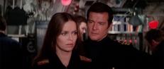 Anya Amasova (Barbara Bach) und James Bond (Roger Moore)