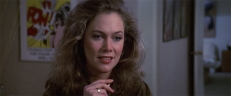 Joan Wilder (Kathleen Turner)