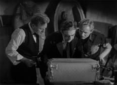 Dr. Muller (Edward Van Sloan), Sir Joseph Whemple (Arthur Byron) und Ralph Norton (Bramwell Fletcher)
