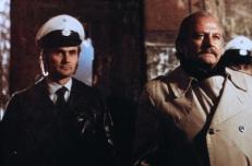Herr Gregor (Herbert Fleischmann, rechts)