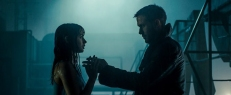 Joi (Ana de Armas) und K (Ryan Gosling)