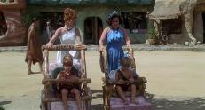Wilma (Elizabeth Perkins) und Betty (Rosie O'Donnell)