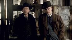 Sherlock Holmes (Robert Downey Jr.) und John Watson (Jude Law)