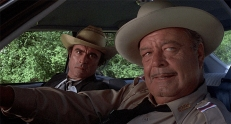 Junior (Mike Henry) und Buford T. Justice (Jackie Gleason)
